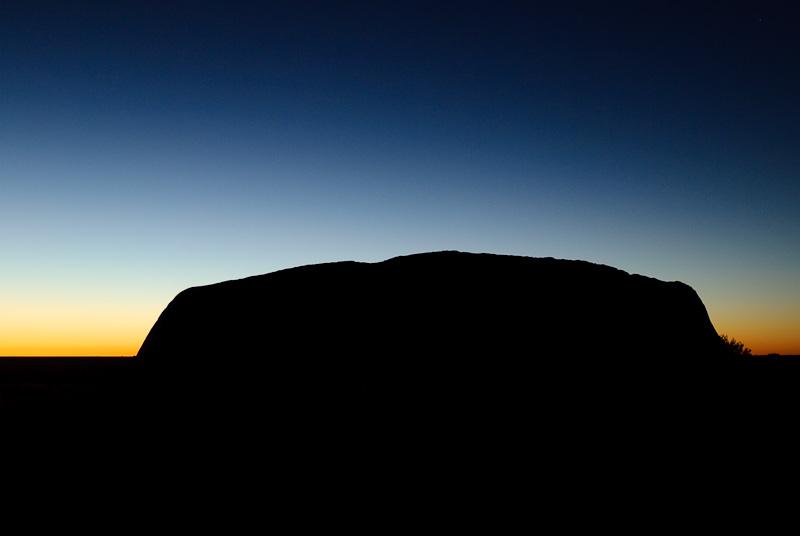 Landschaftsaufnahme: Uluru im Sonnenaufgang, Australien