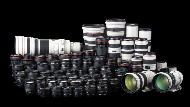 Das Objektivprogramm der großen Hersteller umfasst vom extremen Weitwinkel oder Fisheye über Spezialobjektive für Makro und Tilt/Shift bis zum Superteleobjektiv alles, was man für die Fotografie benötigt. Im Bild die Objektive von Canon. (Foto: Canon)