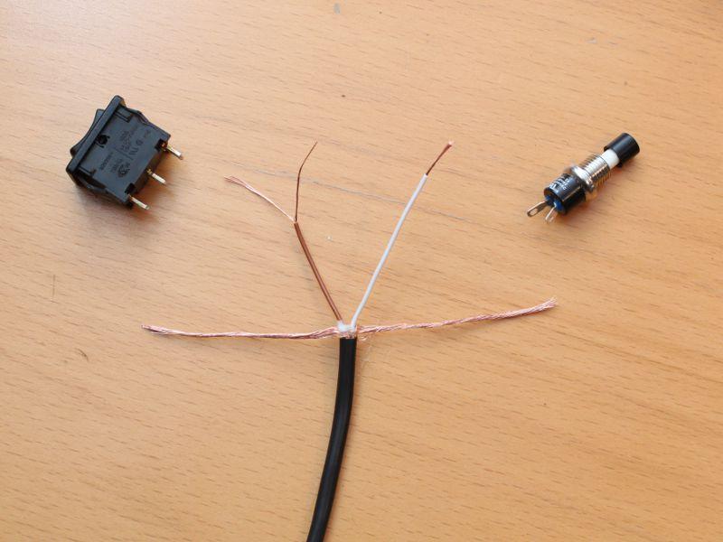 Schalter und Kabel vor Löten
