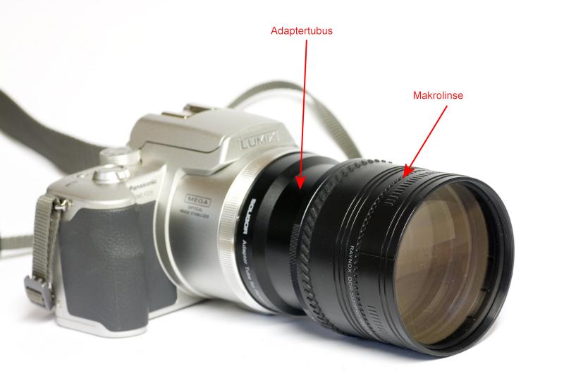 Bei einigen Kompaktkameras lassen sich Makrolinsen über einen so genannten Adaptertubus anschließen, wie hier bei der Lumix FZ20