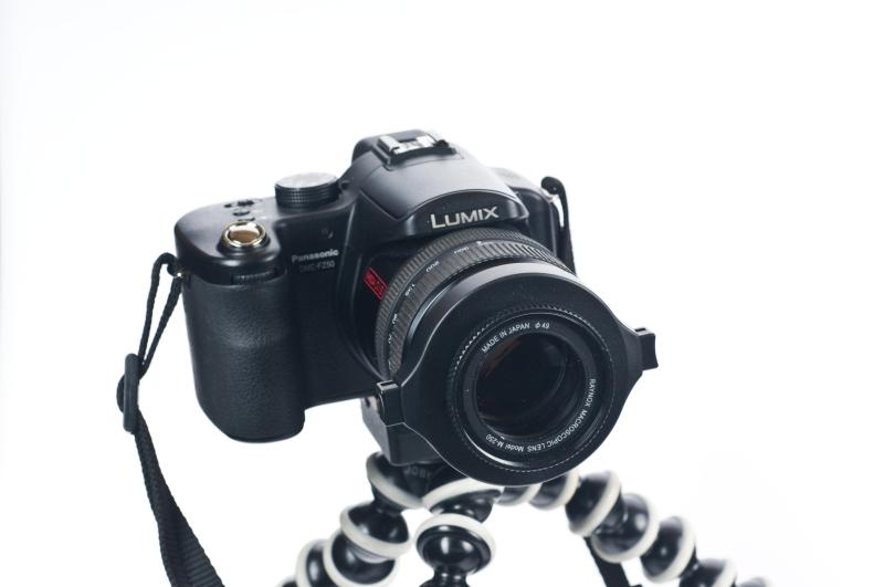 Bei anderen können Sie sie direkt auf ein vorhandenes Filtergewinde aufschrauben oder aufklemmen, wie hier bei der Lumix FZ50.