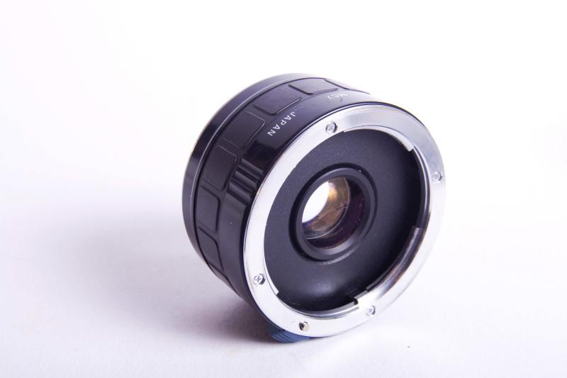 Telekonverter werden zwischen Objektiv und Kamera montiert und vervielfachen die Brennweite Ihres Objektivs