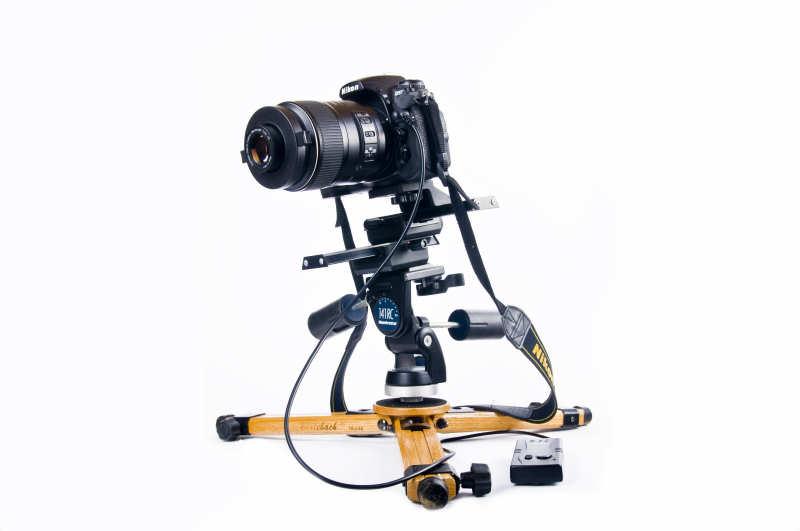 Mit Stativkopf und Makroschlitten und Kamera wiegt eine Makroausrüstung nicht gerade wenig und all das, muss das Stativ stabil tragen können.