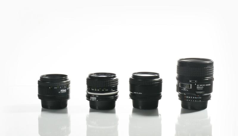 Mit wenigen Festbrennweiten (hier 35mm, 50mm, 60mm und 90mm) oder einem guten Zoom-Objektiv im Bereich von 35-90mm Kleinbildäquivalent kommen Sie im Studio zurecht.