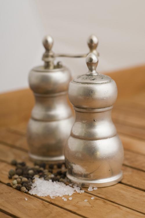 Mit Mattspray haben Sie zwar auch keine Spiegelungen mehr, aber die Wirkung des glänzenden Silbers ist natürlich auch dahin.