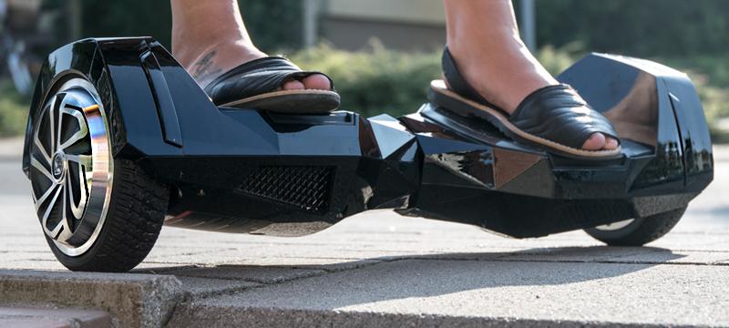 Unterwegs auf dem Hoverboard BatWings