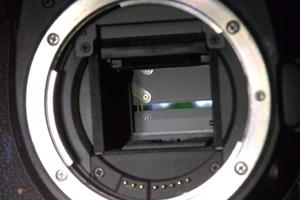 Slow Motion: Was passiert, wenn der Auslöser einer Spiegelreflex gedrückt wird